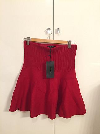 Kırmızı triko etek