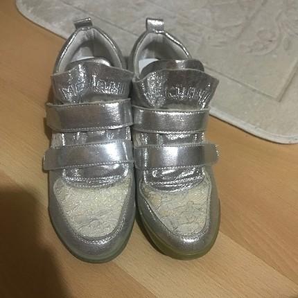 Gizli topuk spor ayakkabı