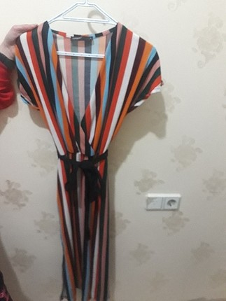 Yırtmaclı renklii elbise