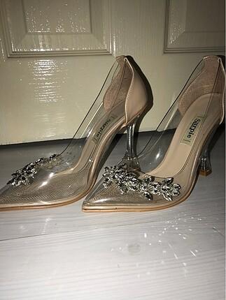Şeffaf taşlı topuklu ayakkabı