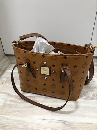 Kahverengi askılı çanta