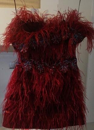 Kırmızı tüylü gece kıyafeti