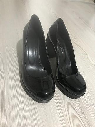 Siyah kalın topuk ayakkabı
