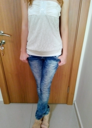 Straplez Beyaz Dantelli Bluz