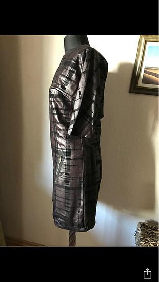 Deri görünüm elbise