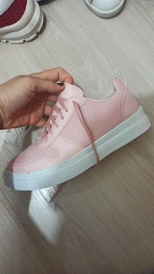 Beyaz Nike ayakkabı