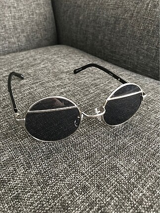 Yuvarlak güneş gözlüğü