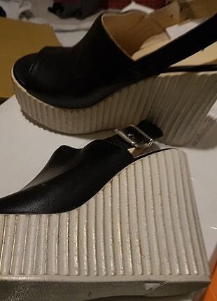 Gerçek deri Şık ve rahat dolgu topuklu sandalet 37 no