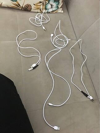 İphone şarj aleti kablosu.