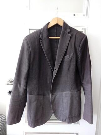 Kaliteli ceket. Kalın yapıdadır palto olarak da giyilir