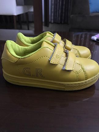 30 Beden Sarı spor ayakkabı