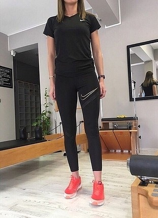 Nike lazer kesim tayt