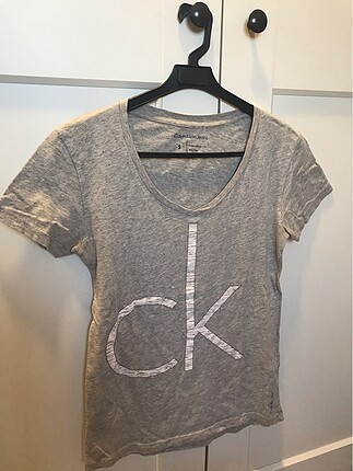 Calvin Klein gri tshirt