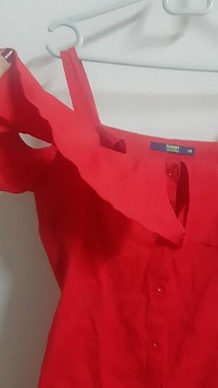 40 Beden kırmızı Renk Askili ve yarım kollu elbise.