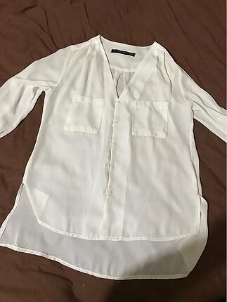 Beyaz V yaka gömlek