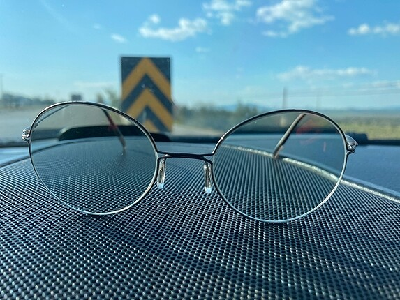 Hafif titanyum gözlük