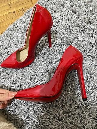 Kırmızı stiletto