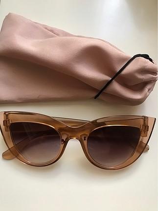 Kahverengi gözlük