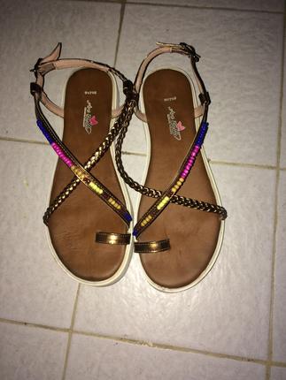 Flo yeni sezonboncuklu sandalet