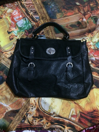 Yumuşak deri siyah çanta
