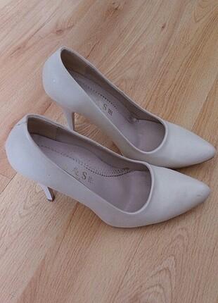 Stiletto krem ayakkabı