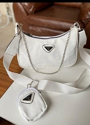 Prada beyaz askılı çanta