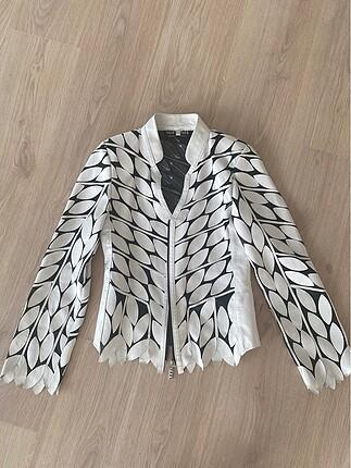 Hiç kullanılmamıs beyaz deri ceket