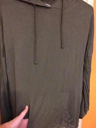 Kapşonlu yeşil tişört standart beden