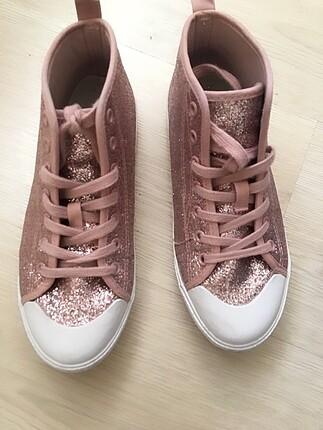HM simli spor ayakkabı