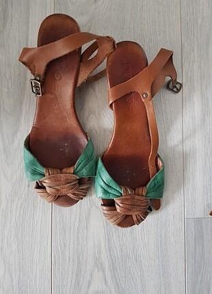 Bueno marka deri sandalet.