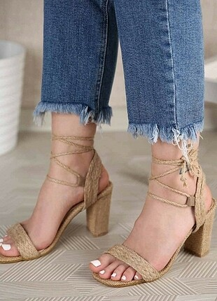 Hasırlı topuklu sandalet