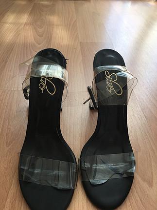 Şeffaf ayakkabı