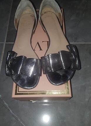 İLVİ marka platin sandalet