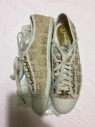 Orjinal micheal kors krem rengi ayakkabı