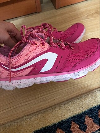 Hafif bir ayakkabı