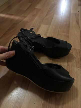 Dolgu Topuk Yazlık Siyah Sandalet