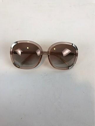 Şık güneş gözlüğü