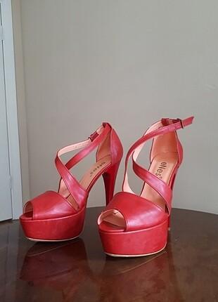 Kırmızı platform ayakkabı