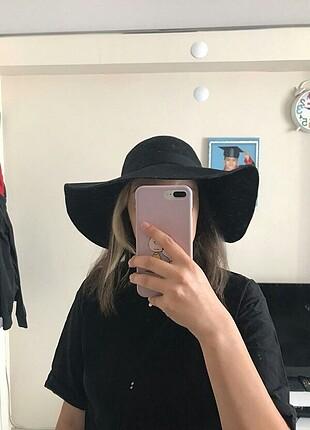 Şapka yeni etiket üstünde