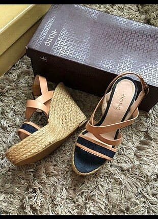 Hotiç marka hasır dolgu topuk ayakkabı