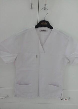 Beyaz doktor hemşire forma üstü