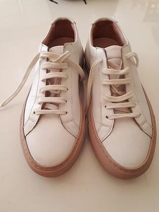 Spor ayakkabi orjinaldir deri