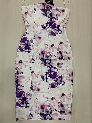 Straplez elbise arkası komple fermuarlıdır