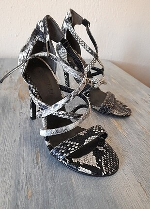 Butigo topuklu ayakkabı