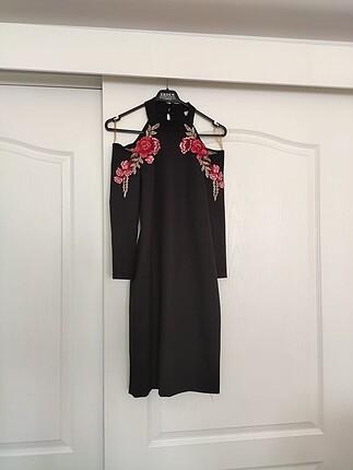 Siyah nakış detaylı elbise
