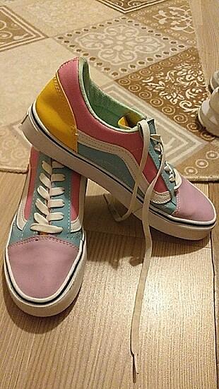 Vans renkli ayakabı