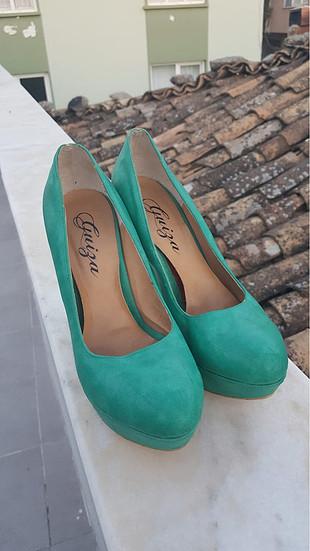 şık renkli topuklu ayakkabı
