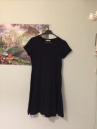Siyah Kısa Kollu Diz Üstü Elbise