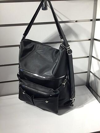 Siyah kol ve sırt çantası