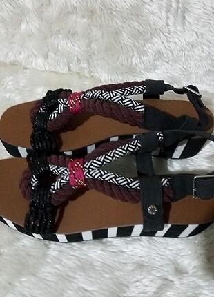 Orijinal sandalet